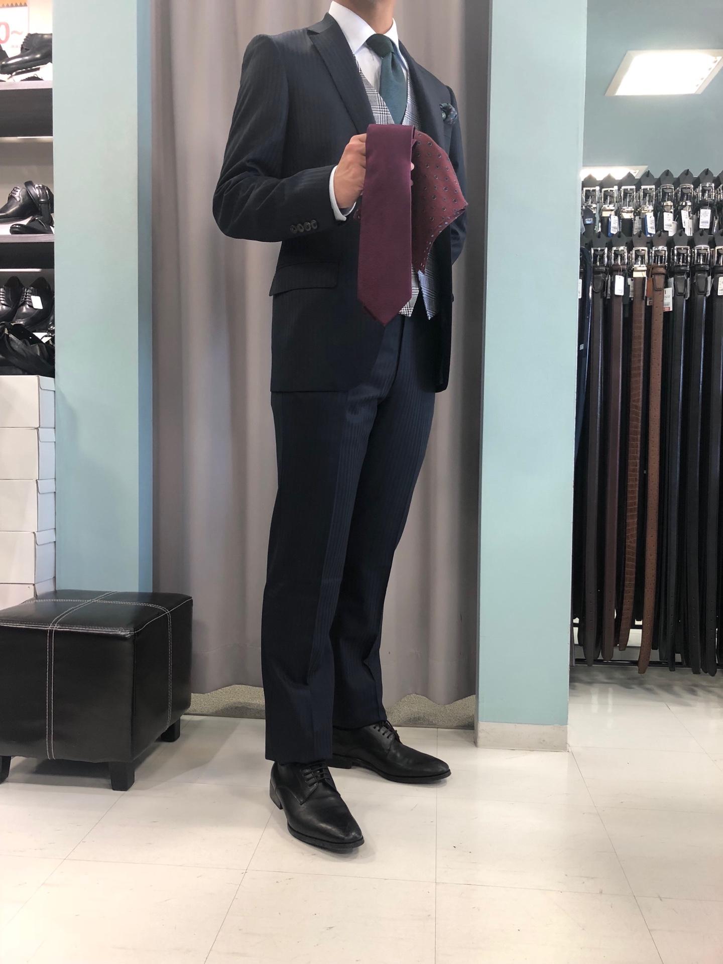 【友人の結婚式~ワンランク上のコーデ~】スーツ&スーツ伏見新堀川店