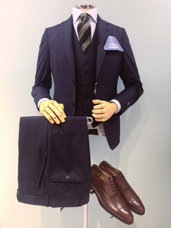 【大人な印象と綺麗なスタイルで秋冬もカッコよく決まる!スリーピーススーツ!】SUITS&SUITS近江八幡店