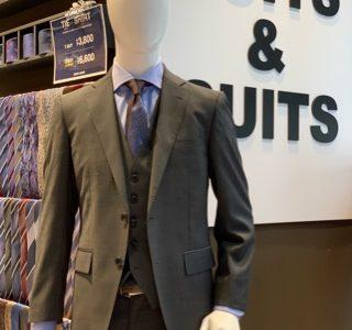 【毎年人気!スリーピーススーツ】スーツ&スーツ新橋店